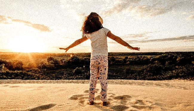 © Jonathon Borba - Les bienfaits de l'été et du grand air pour les enfants. activités à l'extérieur